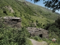 Gruzja-2224-okolice-Shatili-zbiorowe-grobowce