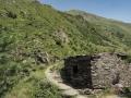 Gruzja-2225-okolice-Shatili-zbiorowe-grobowce